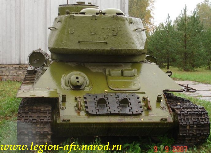 [Obrazek: T-34-85_Kubinka_5_002.JPG]