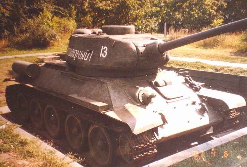 http://legion-afv.narod.ru/USSR/T-34-85/T-34-85_Saratov_3/T-34-85_Saratov_3_003.JPG